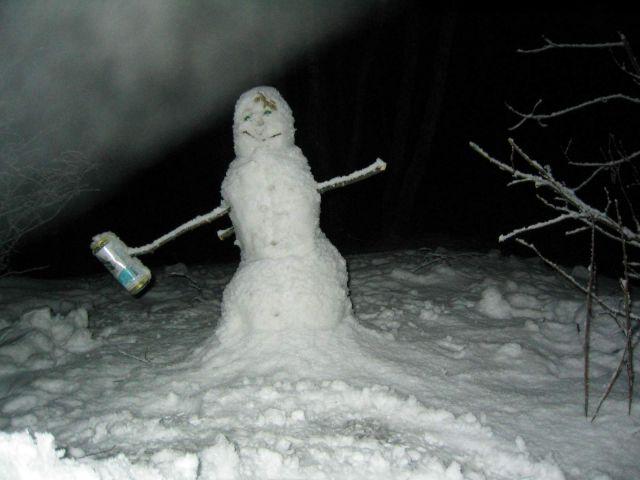 и снеговикам пиво не чуждо