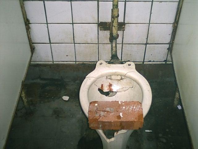 Вот такими были туалеты году эдак в 2002...:) Бррр....