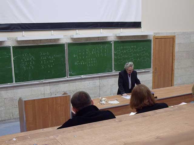 Аркадий Семенович Ходос на лекции в А-17