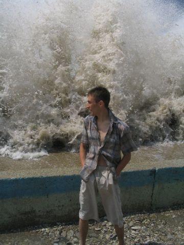 Волна была в 3 раза больше!!! ( фотографа, не понимающего, ч