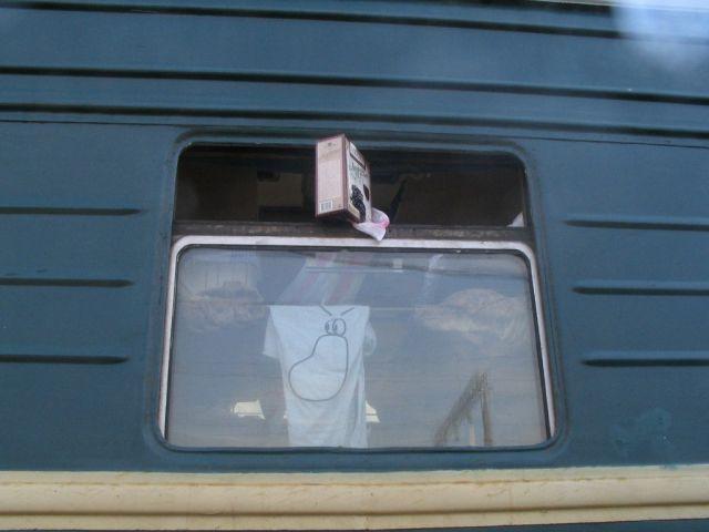 Он был с нами :) Вино, зажатое в окне, есть хитрый аэродина