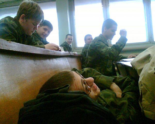 Солдат спит, служба идет. Солдат идет и служба идет. Солда