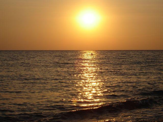 Лазаревское 2006, вечерний пляж.