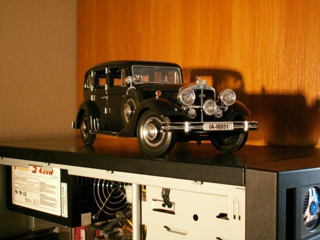 Модель Horch 851 Pullman (1935) на моем черном системнике