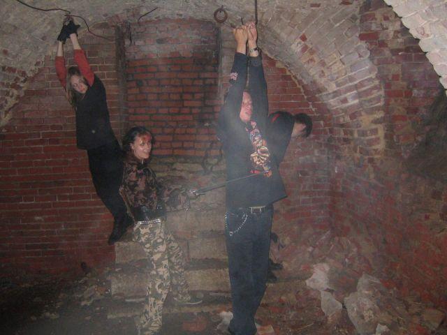 В темном, мрачном подземелье они обречены. И странный дым в