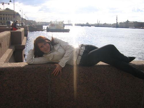 чуть не упала в воду =)))